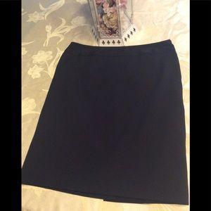 🌟 Black skirt